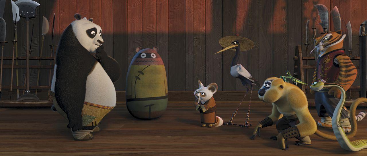 """Unerwartet wird der dicke Panda Po (l.) dazu auserwählt, die Kung Fu Lehre bei Meister Shifu (2.v.l.) zu erlernen - seine Mitschüler sind die """"Furio... - Bildquelle: Paramount Pictures"""