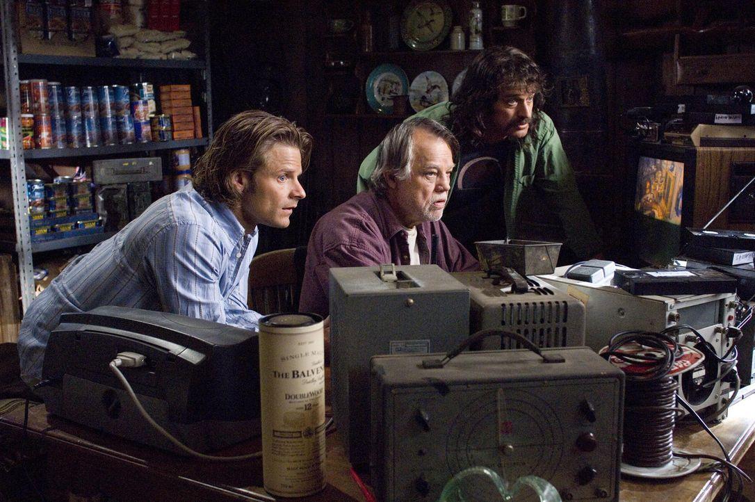 Peter (Steve Zahn, r.) und Fred (Alan Covert, l.) holen sich Tipps von einem Bigfoot-Spezialisten (Joe Don Baker, M.) ... - Bildquelle: Paramount Pictures