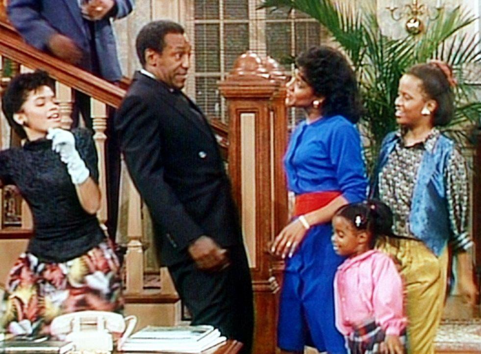 Die Liebe zwischen Cliff (Bill Cosby, 3.v.l.) und Clair (Phylicia Rashad, 3.v.r.) ist immer noch so groß wie am ersten Tag. - Bildquelle: Viacom