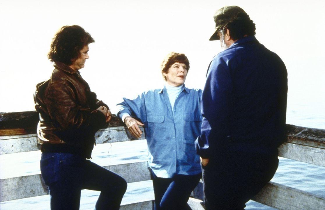 Marge (Anne Jackson, M.) erzählt Jonathan (Michael Landon, l.) und Mark (Victor French), wie sich der Unfall zugetragen hat. - Bildquelle: Worldvision Enterprises, Inc.