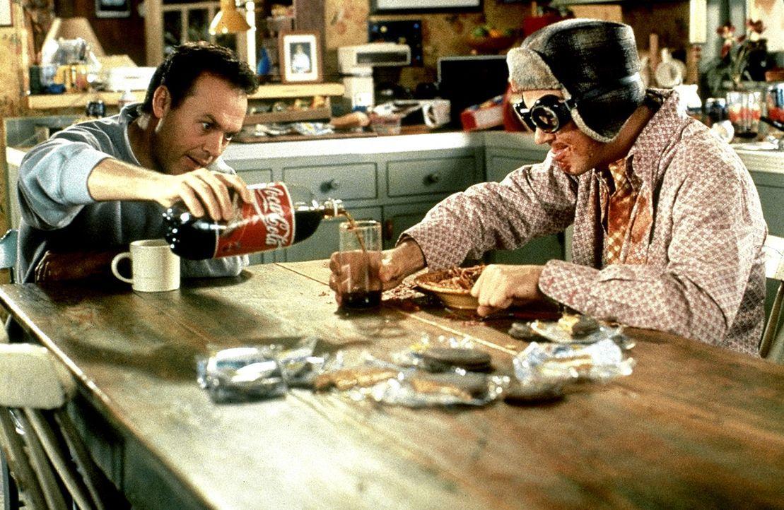 """Klon """"Hausmann"""" (Michael Keaton, l.) und der dümmliche Doug Nr. 3 (Michael Keaton, r.) bringen das Leben ihres """"Originals"""" gehörig ins Wanken ... - Bildquelle: Columbia TriStar"""