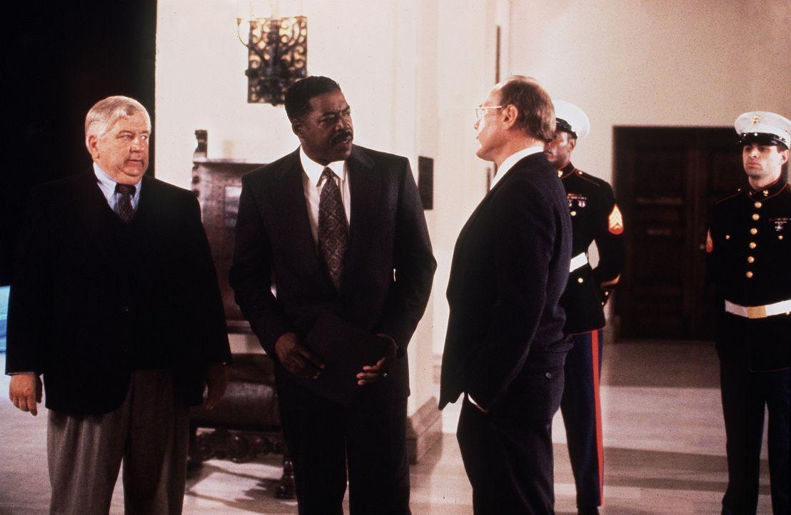 Um die atomare Bedrohung zu beenden, schickt der Präsident der USA, Westwood (Ernie Hudson, M.), seinen besten Mann raus: Colonel Mitchell ... - Bildquelle: Artisan Entertainment