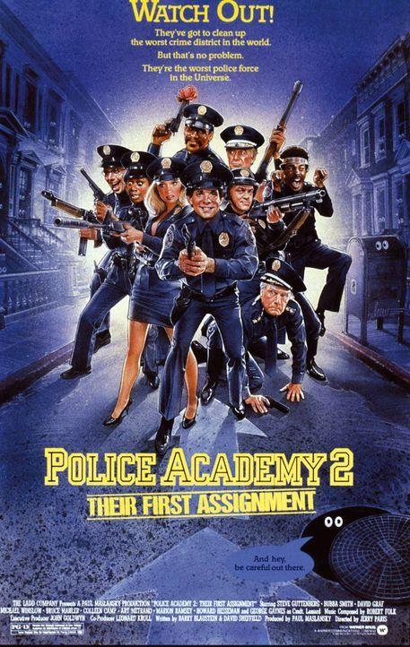 Einer Absolventen-Gruppe der Polizeischule wird jeweils ein mehr oder weniger erfahrener Kollege zur Seite gestellt, um die frischgebackenen Polizis... - Bildquelle: Warner Bros.