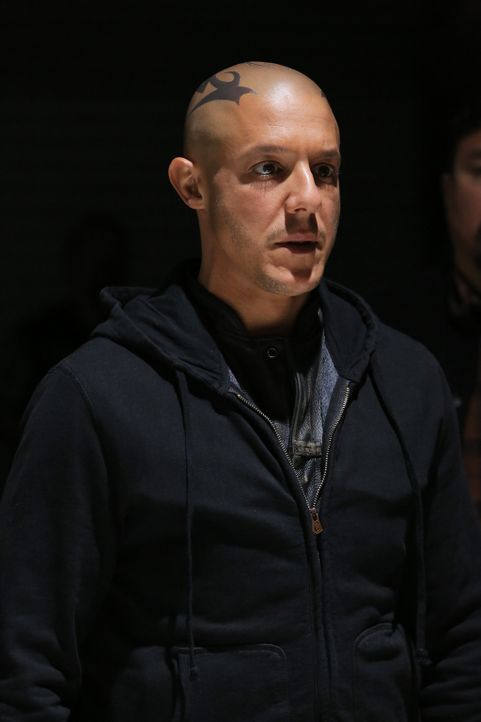Nachdem er Gemma verschont hat, will Juice (Theo Rossi) schnellstmöglich das Land verlassen ... - Bildquelle: Prashant Gupta 2013 Twentieth Century Fox Film Corporation and Bluebush Productions, LLC. All rights reserved.