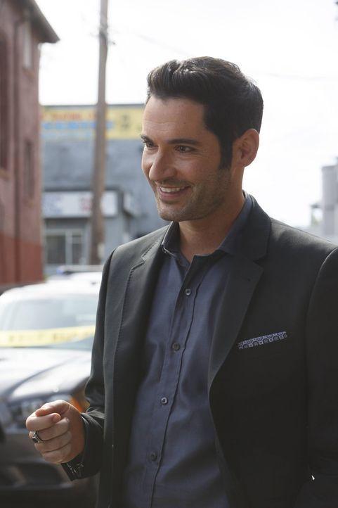 Während Lucifer (Tom Ellis) versucht, mehr wie Dan zu sein, macht Chloe erstaunliche Entdeckungen den Mord an ihrem Vater betreffend ... - Bildquelle: 2016 Warner Brothers