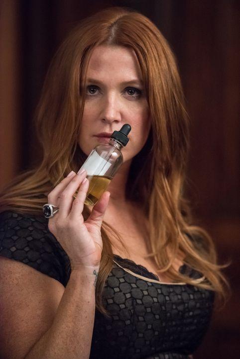 Ihrer Nase zu folgen, könnte Carrie (Poppy Montgomery) helfen, die Morde an einem Verkäufer und einem Computerhacker zu verknüpfen ... - Bildquelle: Jeff Neumann 2015, 2016 Sony Pictures Television Inc. All Rights Reserved. / Jeff Neumann