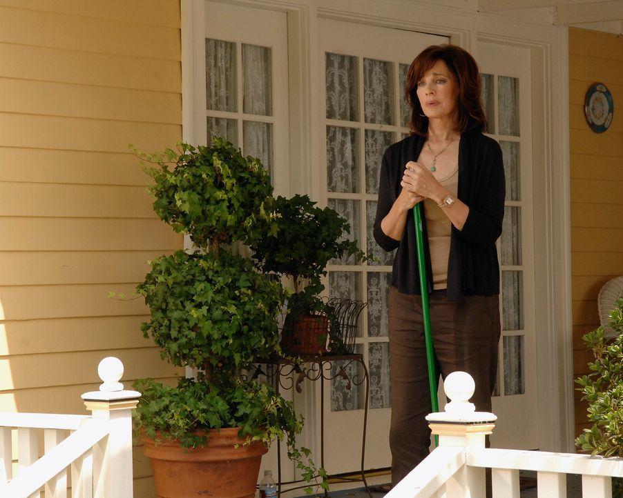 Beth (Anne Archer), die ihre Fähigkeit mit den Toten kommunizieren zu können, immer verdängt hat, erkennt, dass sie einen erheblichen Fehler begange... - Bildquelle: ABC Studios