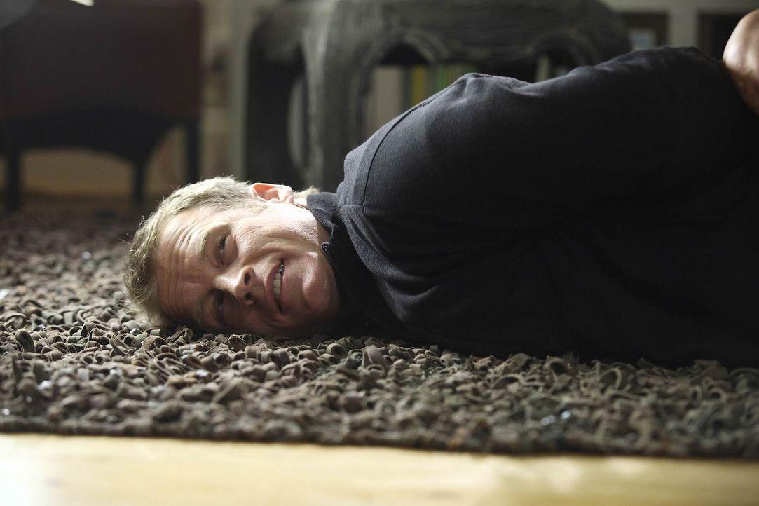 Sein neuer Auftrag bringt Chance (Mark Valley) in eine ungewöhnliche Situation ... - Bildquelle: Warner Brothers