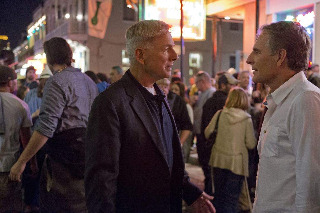 Schatten der Vergangenheit: Gibbs (Mark Harmon, l.) und Pride (Scott Bakula, r.) müssen erkennen, dass vieles in der Zeit, als sie zusammengearbeite... - Bildquelle: CBS Television