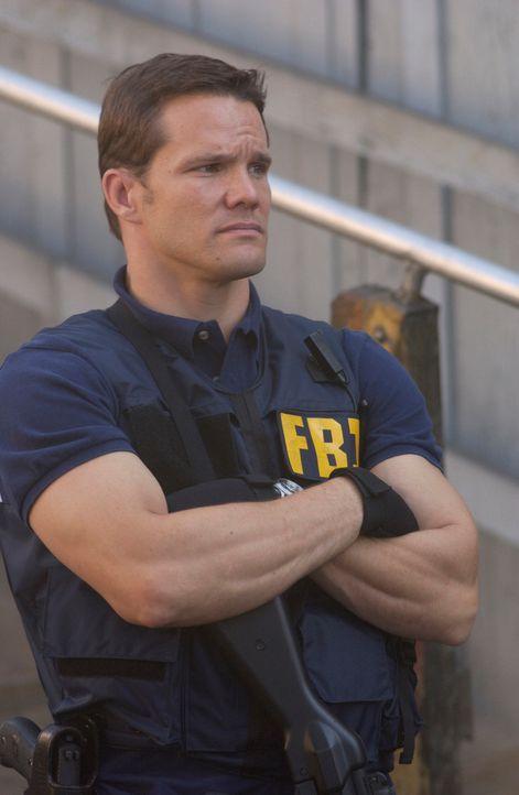 Gemeinsam mit Don, David und Charlie versucht FBI-Agent Colby Granger (Dylan Bruno) Julia und Diane Rausch zu finden ... - Bildquelle: Paramount Network Television