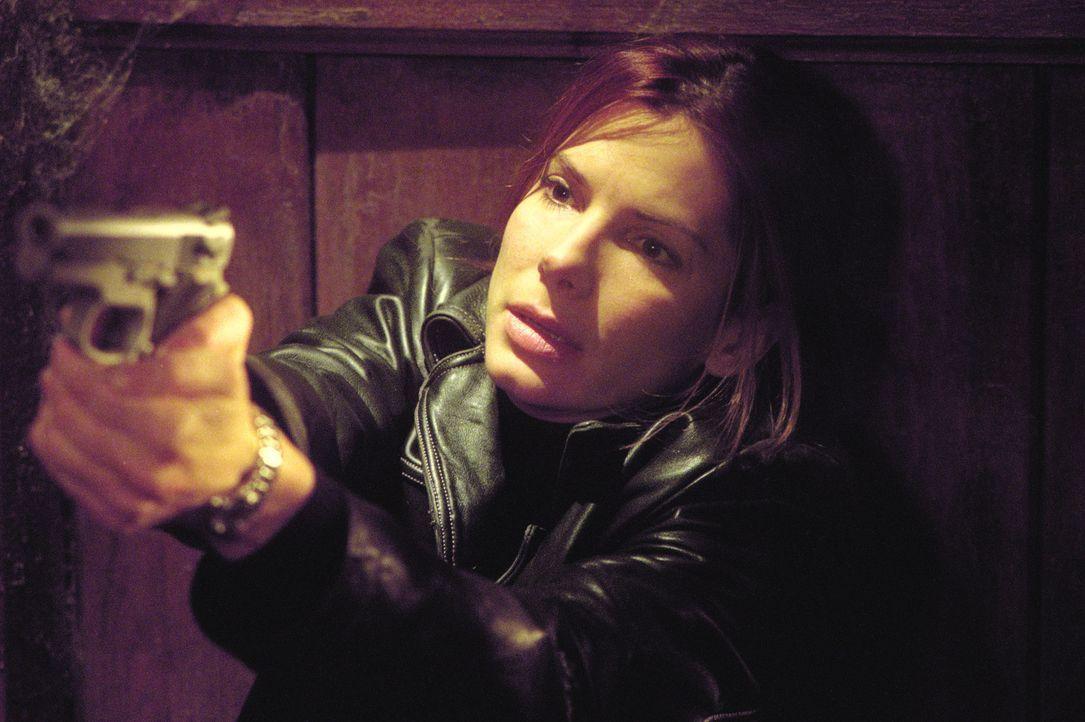 Gemeinsam mit ihrem neuen Partner Sam wird die erfahrene Indizienexpertin Cassie Mayweather (Sandra Bullock) mit der Aufklärung eines Mordfalls betr... - Bildquelle: Warner Brothers International Television Distribution Inc.