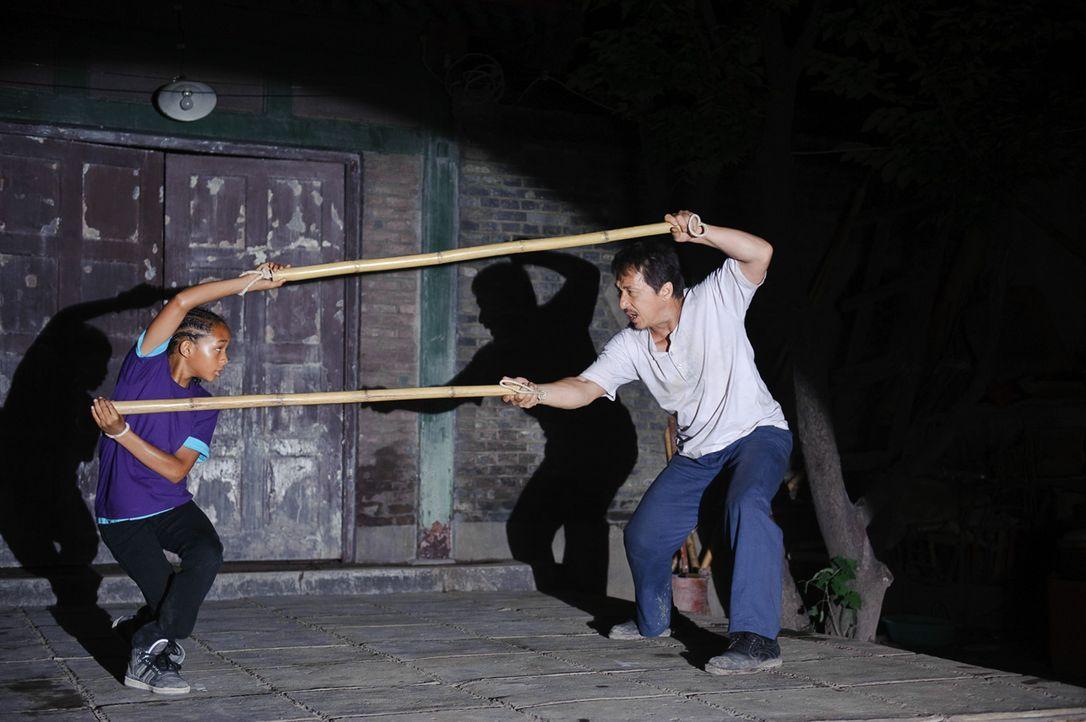 Gegen die in Kung Fu ausgebildeten chinesischen Kinder hat Dre (Jaden Smith, l.) mit seinen rudimentären Karate-Kenntnissen keine Chance. Da erklärt... - Bildquelle: 2010 CPT Holdings, Inc. All Rights Reserved.