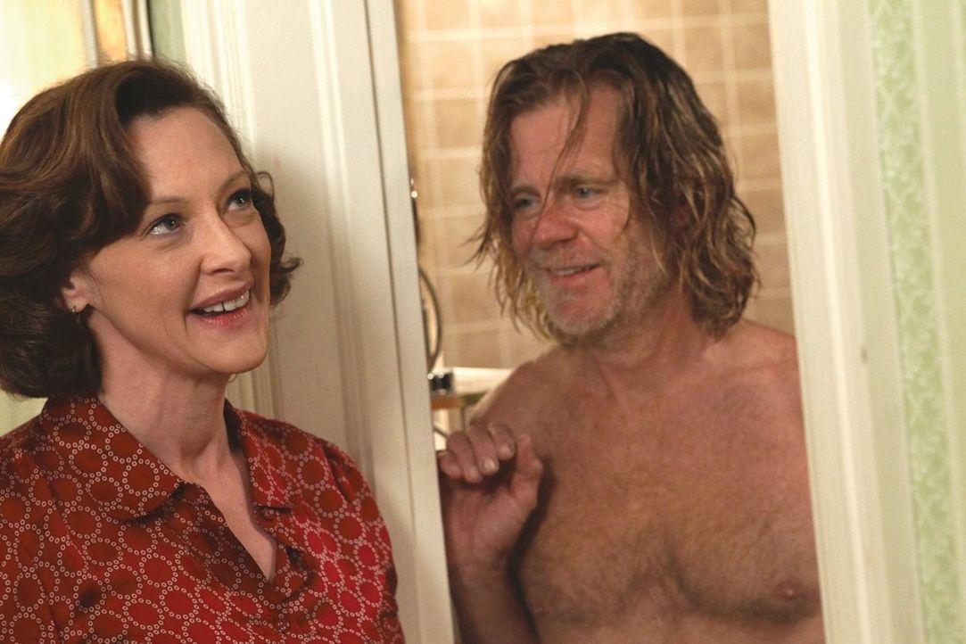 Ein harmloses, warmes Bad führt bei Frank (William H. Macy, r.) und Sheila (Joan Cusack, l.) zu viel mehr ... - Bildquelle: 2010 Warner Brothers