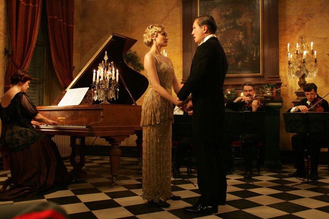 Die letzten gemeinsamen Stunden: die Sopranistin Anna Sorensen (Diane Kruger, l. ) mit ihrem Geliebten Nikolaus Sprink (Benno Fürmann, r. )  ... - Bildquelle: Lolafilms S.A.