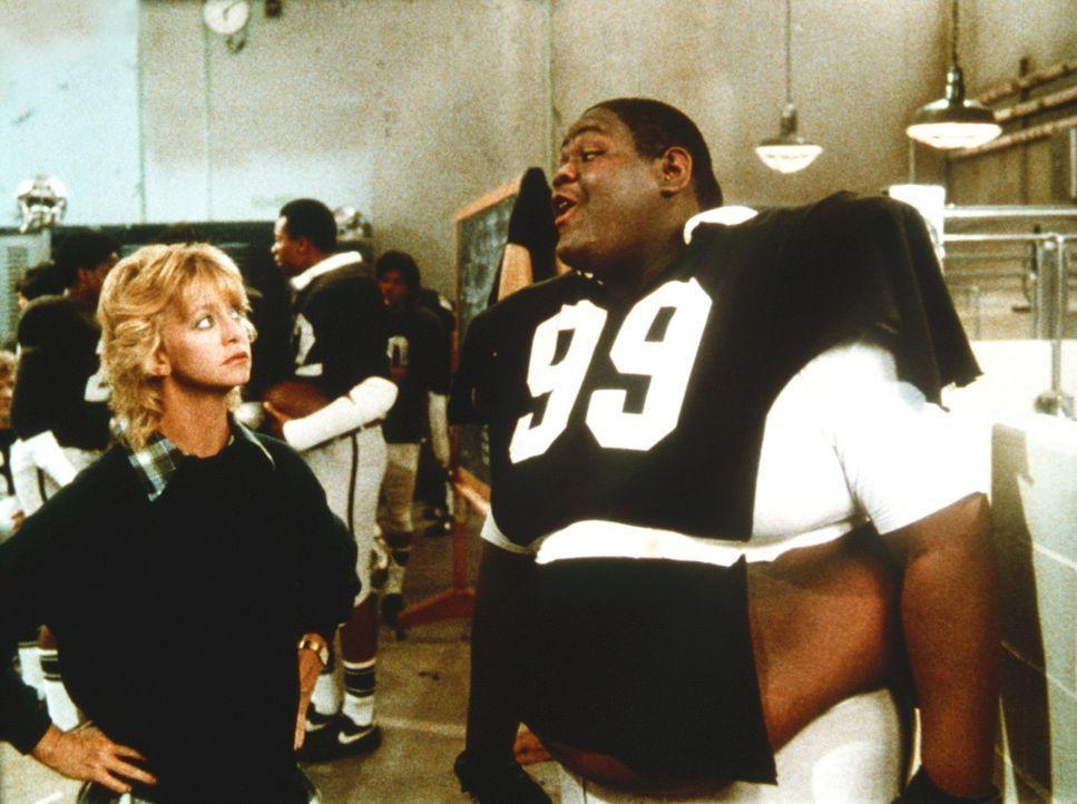 Phillip Finch (Tab Thacker, r.) lacht nur, als Molly (Goldie Hawn, l.) ihm ans Herz legt, dringend eine Diät zu machen ... - Bildquelle: Warner Bros.