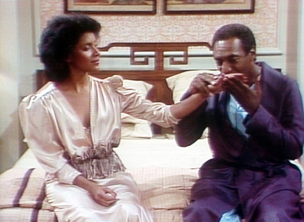 Endlich einmal ein Abend ohne die Kinder: Clair (Phylicia Rashad, l.) und Cliff (Bill Cosby, r.) sind nach 21 gemeinsamen Jahren immer noch ein verl... - Bildquelle: Viacom