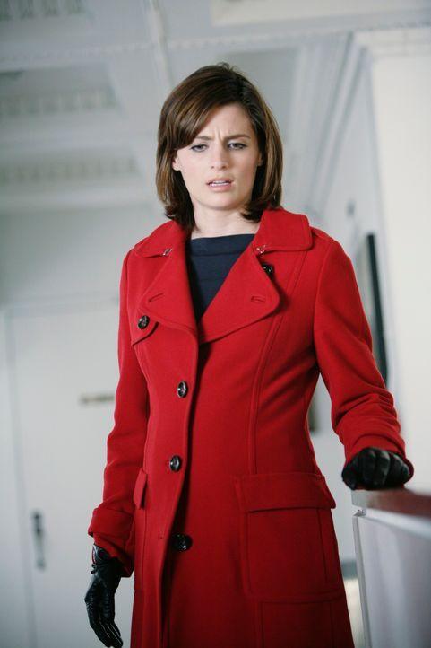 Ein Galeriebesitzer wird ermordet aufgefunden. Kate Beckett (Stana Katic) trifft am Tatort ein, um die Ermittlungen aufzunehmen. - Bildquelle: ABC Studios