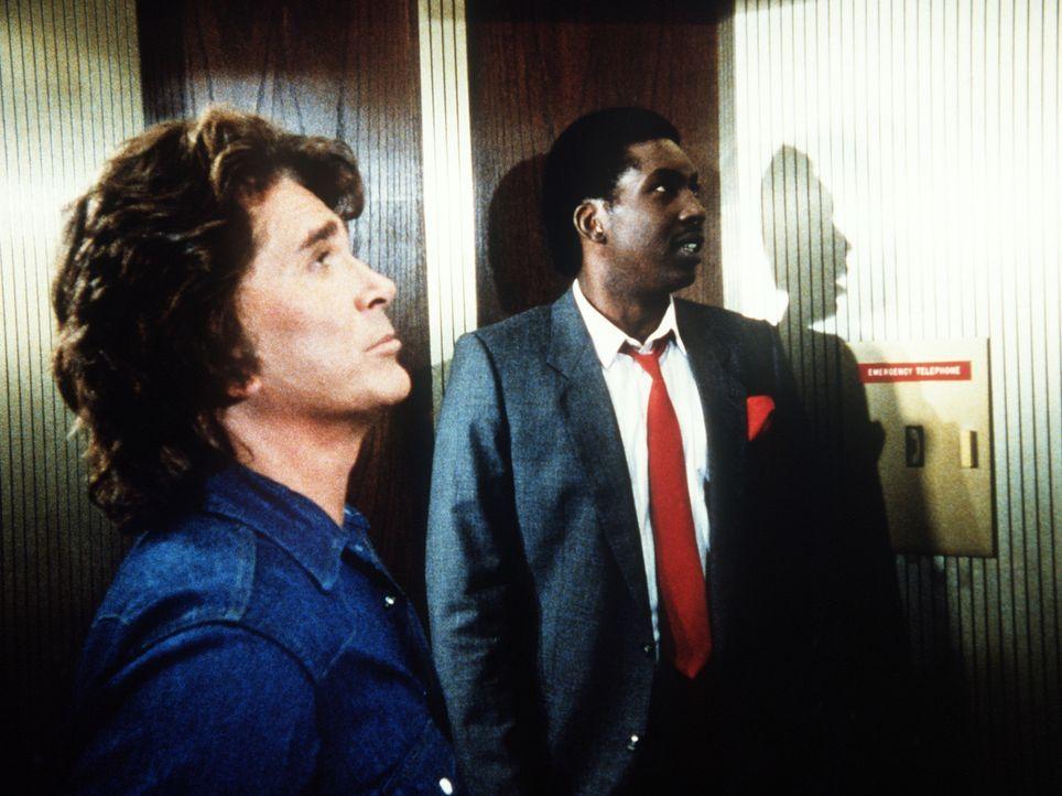 Im Fahrstuhl kann Jonathan (Michael Landon, l.) Brian (Glenn Michael Jones, r.) ein bisschen ins Gewissen reden. - Bildquelle: Worldvision Enterprises, Inc.