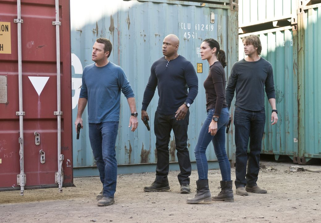 Ein neuer Fall wartet auf: Callen (Chris O'Donnell, l.), Sam (LL Cool J, 2.v.l.), Kensi (Daniela Ruah, 2.v.r.) und Deeks (Eric Christian Olsen, r.)... - Bildquelle: Neil Jacobs 2015 CBS Broadcasting, Inc. All Rights Reserved.