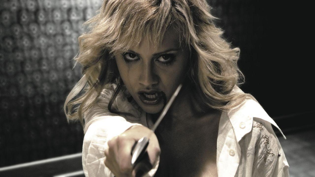 Als die Kellnerin Shellie (Brittany Murphy) von Jack und seiner Gang massiv bedroht wird, kommt Dwight ihr zu Hilfe. Er verpasst Jack eine deftige A... - Bildquelle: Dimension Films