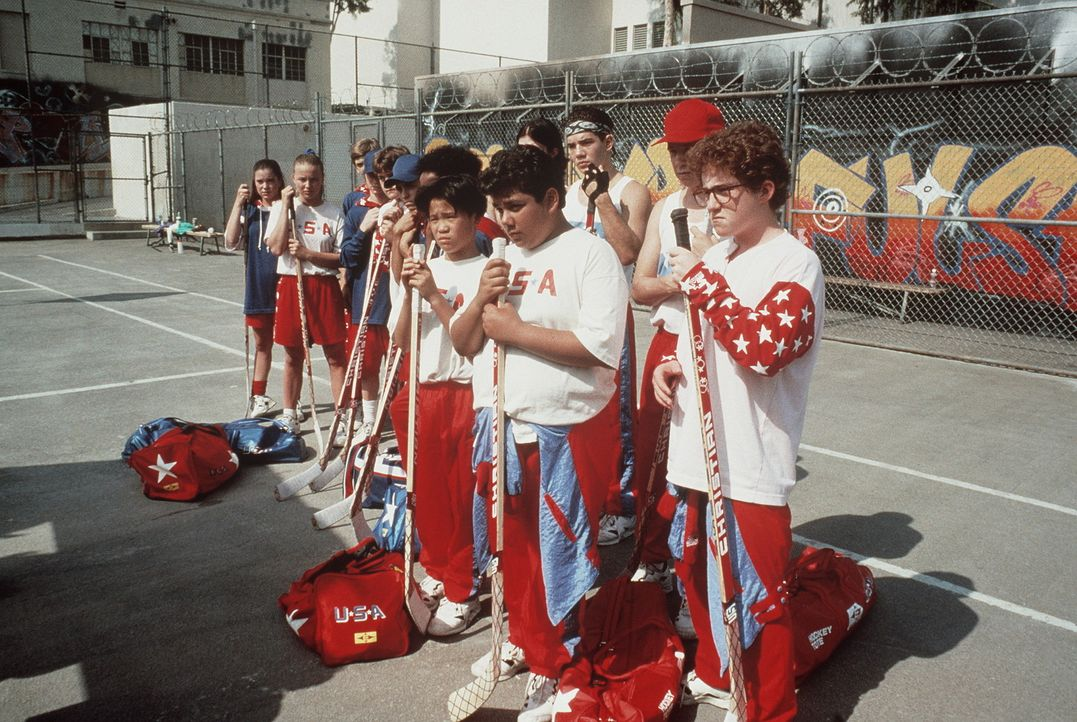 Das süße Leben in Kalifornien tut Greg (Shaun Weiss, 2.v.r.), Lester (Matt Doherty, r.) und den anderen Jungens nicht unbedingt gut ... - Bildquelle: Walt Disney Pictures