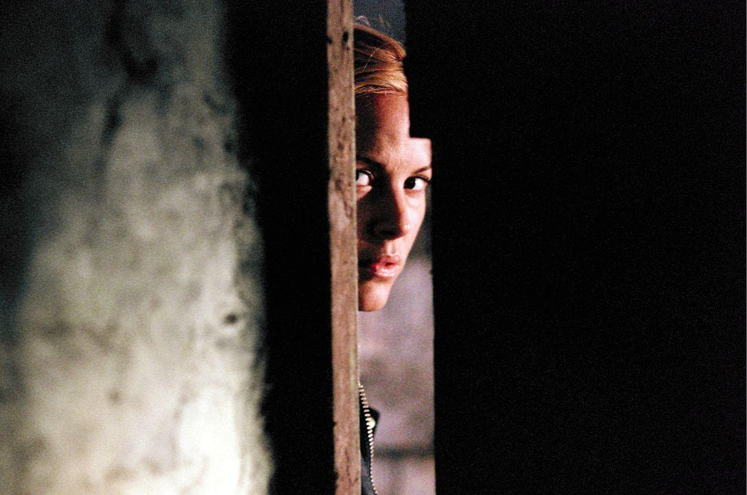 Nach und nach kommt Adelle (Maria Bello) keiner alten walisischen Legende auf die Spur, wonach ein Toter aus dem Totenreich zurückkehrt, wenn ein L... - Bildquelle: Constantin Film