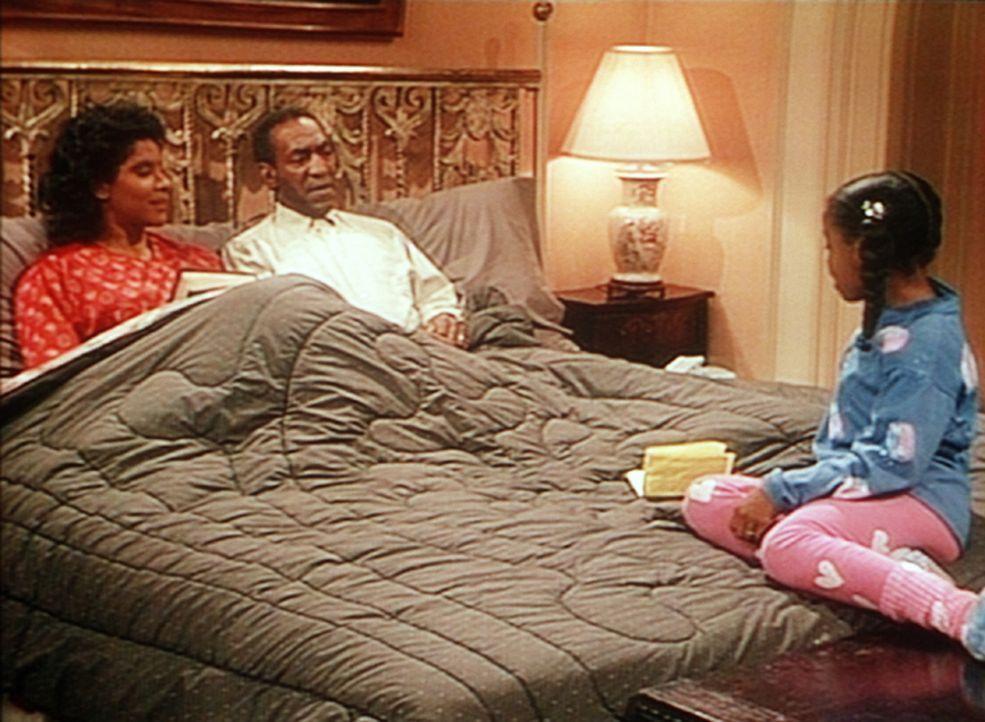 Rudy (Keshia Knight Pulliam, r.) presst ihren Eltern Clair (Phylicia Rashad, l.) und Cliff (Bill Cosby, M.) das Versprechen ab, in Zukunft länger a... - Bildquelle: Viacom