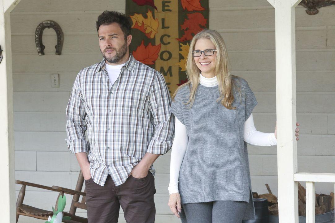 Machen sich nach all dem was geschehen ist, Sorgen um Ellie Bishop: ihre Mutter Barbara (Lindsay Wagner, r.) und ihr Bruder George (Ryan Doom, l.) ... - Bildquelle: Patrick McElhenney CBS Television / Patrick McElhenney