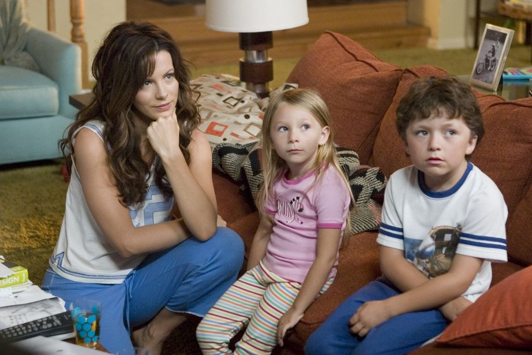Der stets gestresste Michael Newman hat eine reizende Familie: Ehefrau Donna (Kate Beckinsale, l.), Tochter Samantha (Tatum McCann, M.) und Sohneman... - Bildquelle: Sony Pictures Television International. All Rights Reserved.