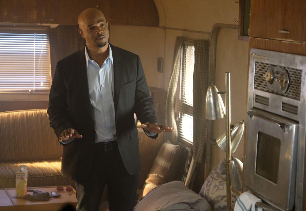 Da der Haussegen bei ihm schief hängt, kommt Murtaugh (Damon Wayans) kurzzeitig bei seinem Kollegen unter. Doch auch er ist kein leichter Mitbewohne... - Bildquelle: Warner Brothers