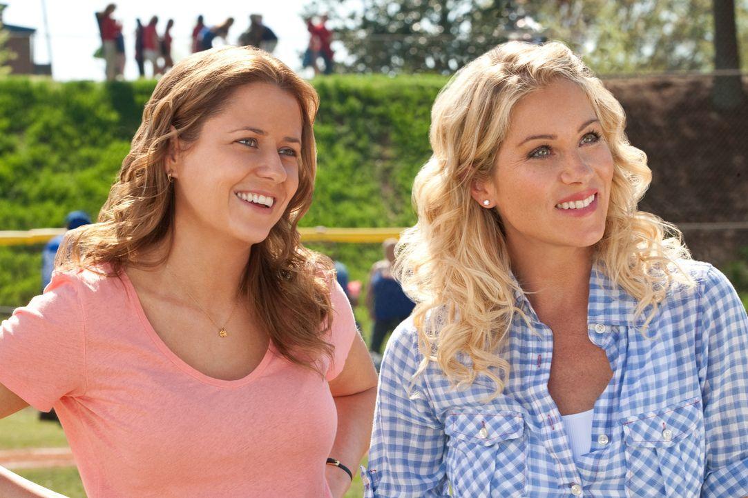 Maggie (Jenna Fischer, l.); Grace (Christina Applegate, r.) - Bildquelle: Warner Bros.