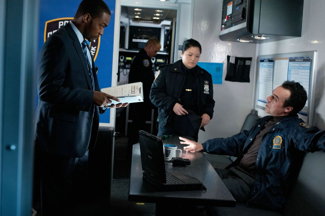 Lagebesprechung: Cop Mike Ackerman (Anthony Mackie, l.) und Nathan Marcus (Titus Welliver, r.) ... - Bildquelle: 2011 Concorde Filmverleih GmbH