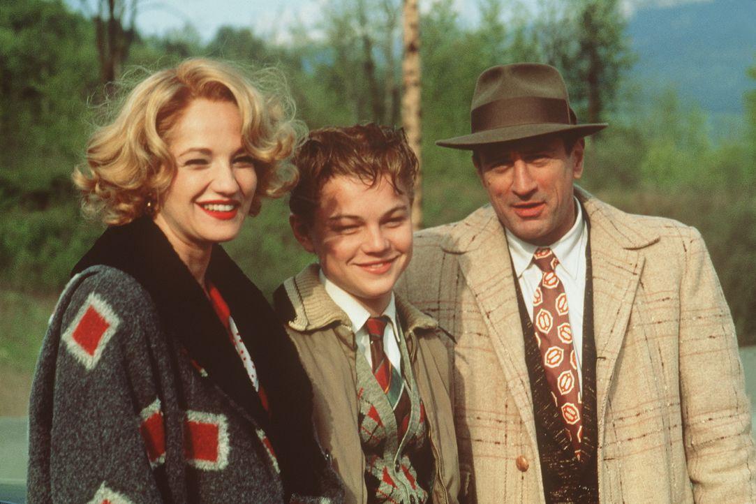 Das Familienglück scheint nur nach außen hin perfekt zu sein - in Wirklichkeit werden Toby (Leonardo DiCaprio, M.) und seine Mutter Caroline (Ellen... - Bildquelle: Warner Bros.