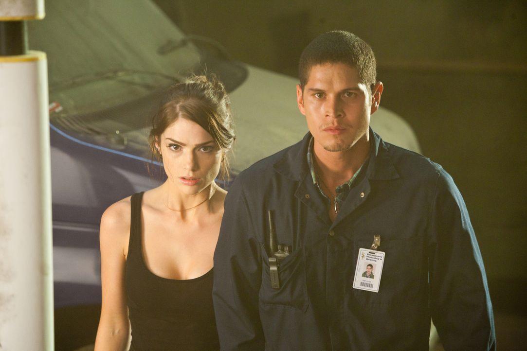Die wahre Identität von Ames (Janet Montgomery, l.) ist aufgeflogen.Brody (J.D. Pardo, r.) wusste nichts davon und ist sprachlos  ... - Bildquelle: 2011  Warner Bros.