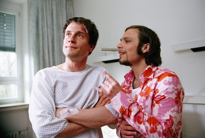 Als die beiden Brüder Thomas (Oliver Mommsen, l.) und Andi (Tim Sander, r.) in eine finanzielle Bredouille geraten, kommt ihnen eine vermeintlich g... - Bildquelle: Erika Hauri ProSieben