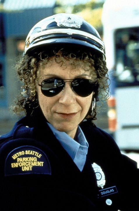 Der Politesse Martha (Rhea Perlman) fehlt es am Durchblick ... - Bildquelle: Warner Bros.