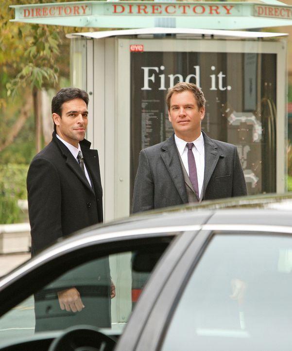 Arbeiten zusammen, um Mossad Director Eli David zu beschützen: Mossad Officer Malachi Ben-Gidon (T.J. Ramini, l.) und DiNozzo (Michael Weatherly, r.... - Bildquelle: CBS Television