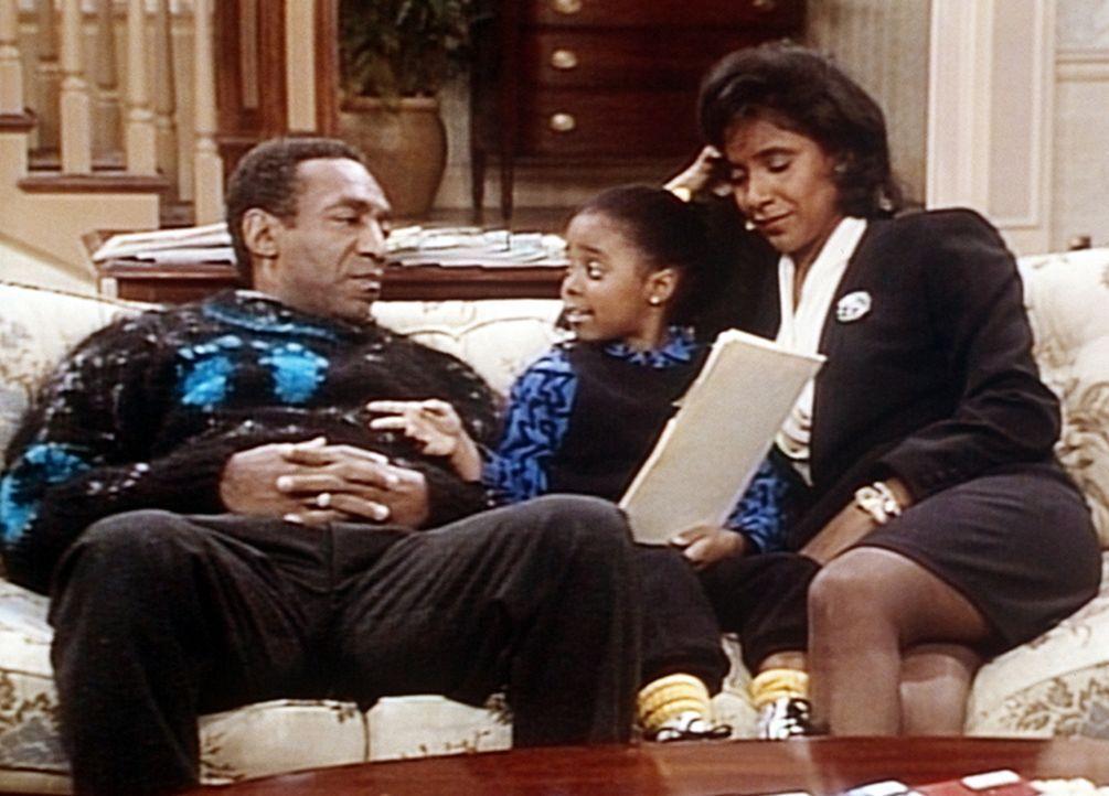 Cliff (Bill Cosby, l.) und Clair (Phylicia Rashad, r.) hören ihrer Rudy (Keshia Knight Pulliam, M.) gespannt zu, die ein selbst geschriebenes Märc... - Bildquelle: Viacom