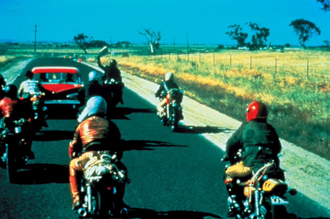 Auf den Highways treiben brutale Banden ihr Unwesen und liefern sich wilde Rennen mit der Polizei ... - Bildquelle: Warner Bros.