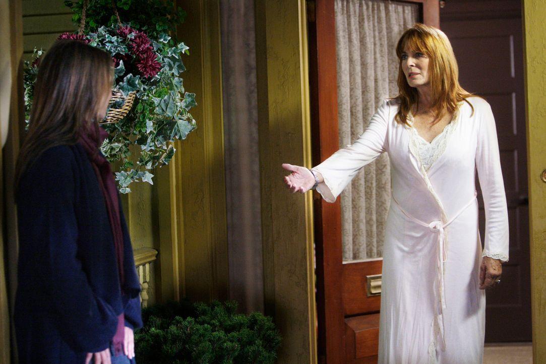 Melinda (Jennifer Love Hewitt, l.) sucht Trost bei Jims Mutter Faith (Joanna Cassidy, r.) ... - Bildquelle: ABC Studios