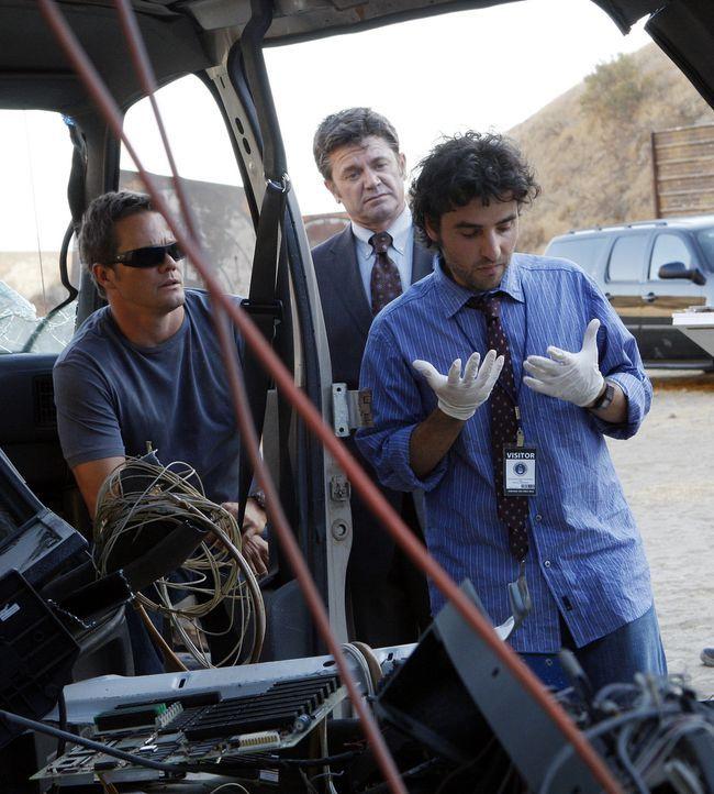 Noch ahnen Floyd Mayborne (John Michael Higgins, M.), Charlie (David Krumholtz, r.) und David (Alimi Ballard, l.) nicht, was hinter den mysteriösen... - Bildquelle: Paramount Network Television