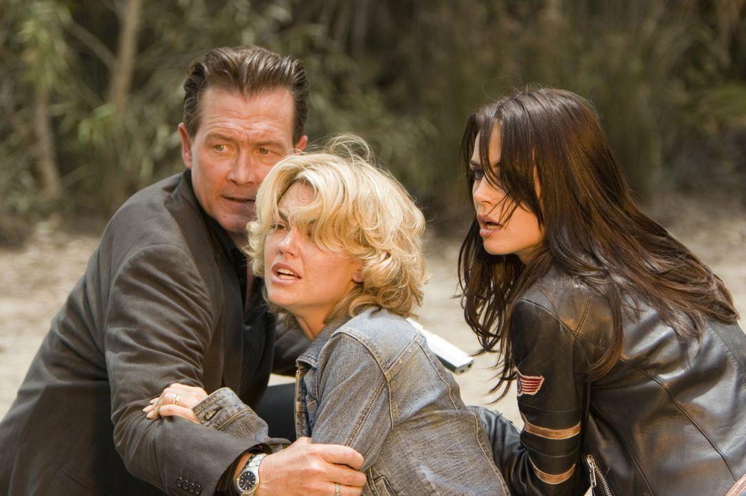 Kate (Kelly Carlson, M.) wird von dem skrupellosen Gangster Rome (Robert Patrick, l.) und dessen Komplizin Angela (Abigail Bianca, r.) entführt, doc... - Bildquelle: 2006 Twentieth Century Fox Film Corporation.  All rights reserved.