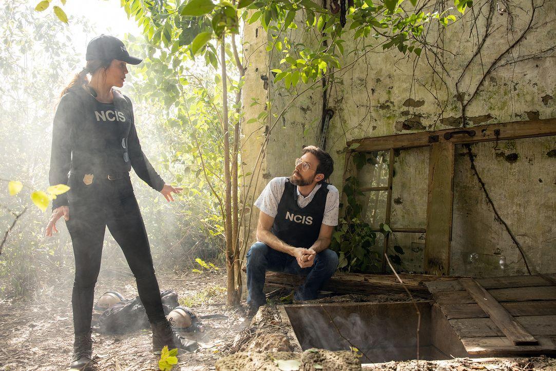 FBI Special Agent Tammy Gregorio (Vanessa Ferlito, l.); Sebastian Lund (Rob Kerkovich, r.) - Bildquelle: Sam Lothridge 2019 CBS Broadcasting Inc. All Rights Reserved. / Sam Lothridge