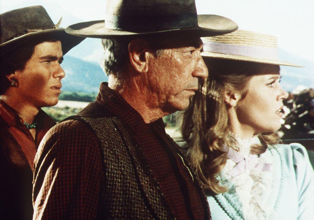Jackson Two Bears (Tom Nardini, l.) und Cat Ballou (Jane Fonda, r.) wollen Frankie Ballou (John Marley, M.) helfen, den rücksichtslosen Sir Harry P... - Bildquelle: Columbia Pictures