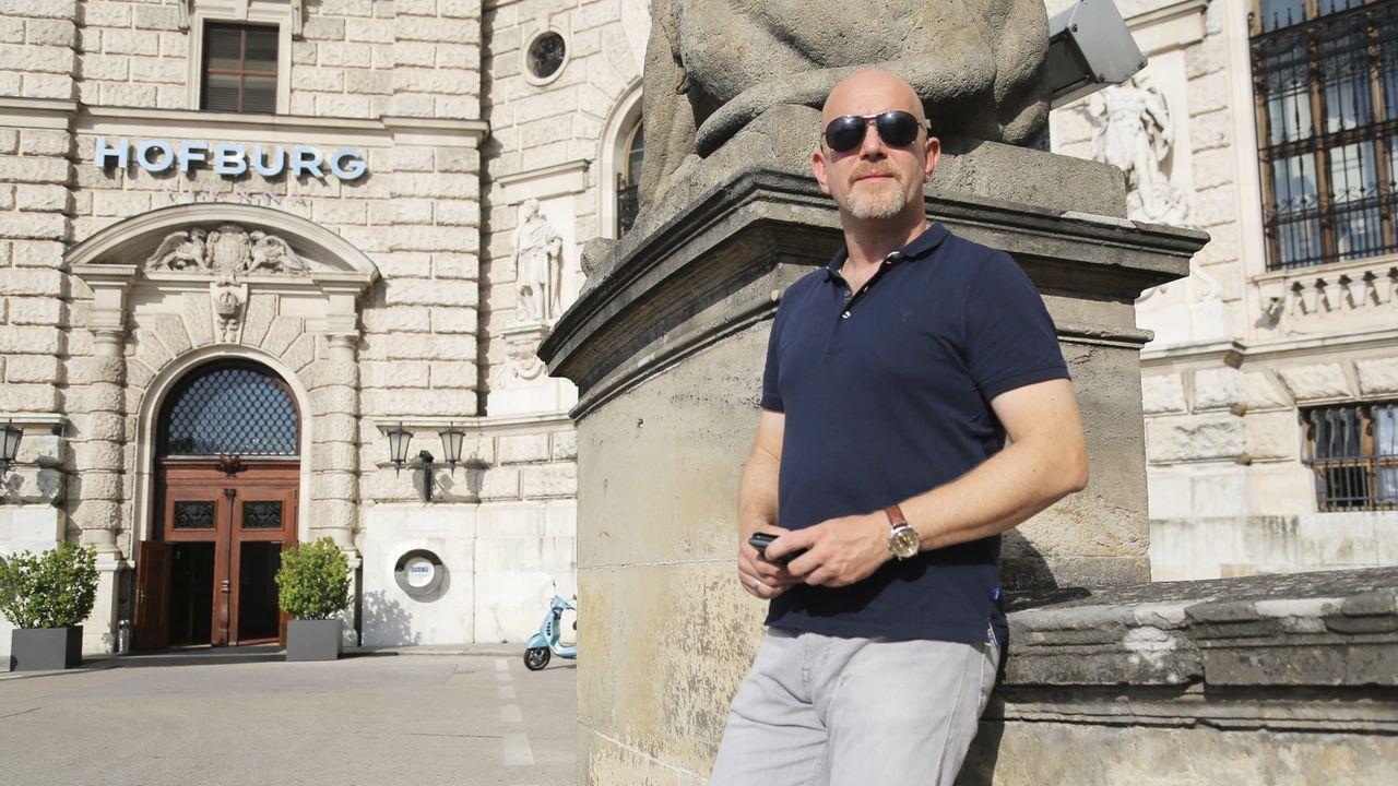 Peter Giesel entdeckt in Wien eine Kostenfalle im Theater: Für ein miserables Mozartkonzert werden den Touristen völlig überteuerte Tickets angedreh... - Bildquelle: kabel eins