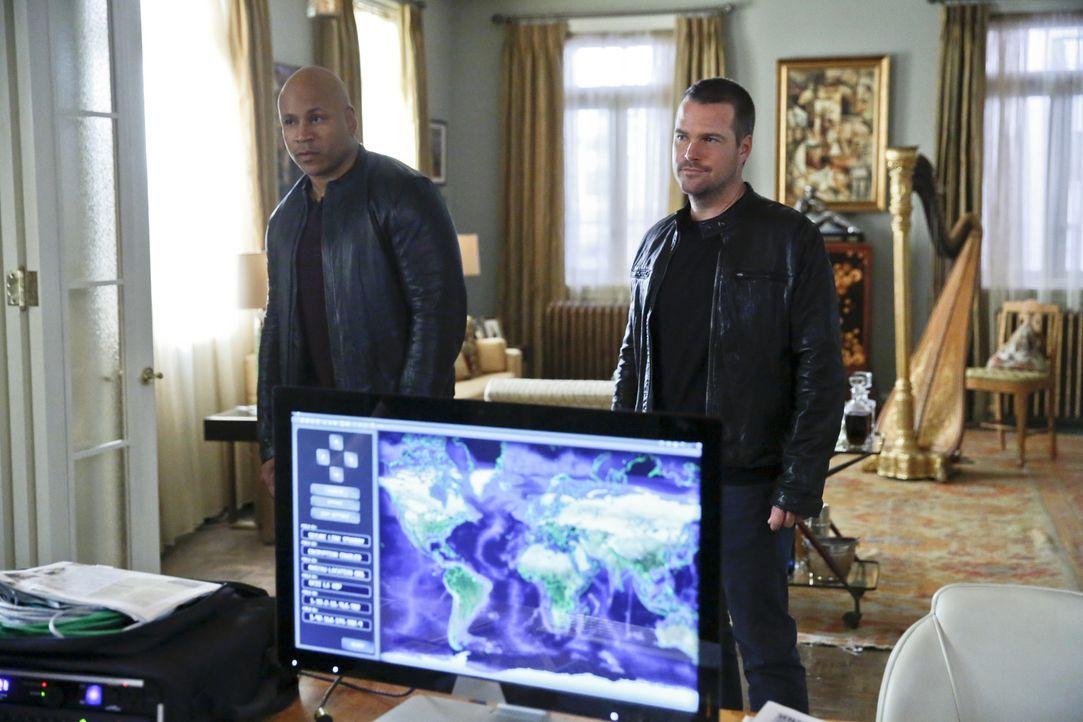 Callen (Chris O'Donnell, r.) und Sam (LL Cool J, l.) sind zusammen mit Arkady und Hetty in Russland auf der Suche nach Anna, um sie aus der Hand von... - Bildquelle: CBS Studios Inc. All Rights Reserved.