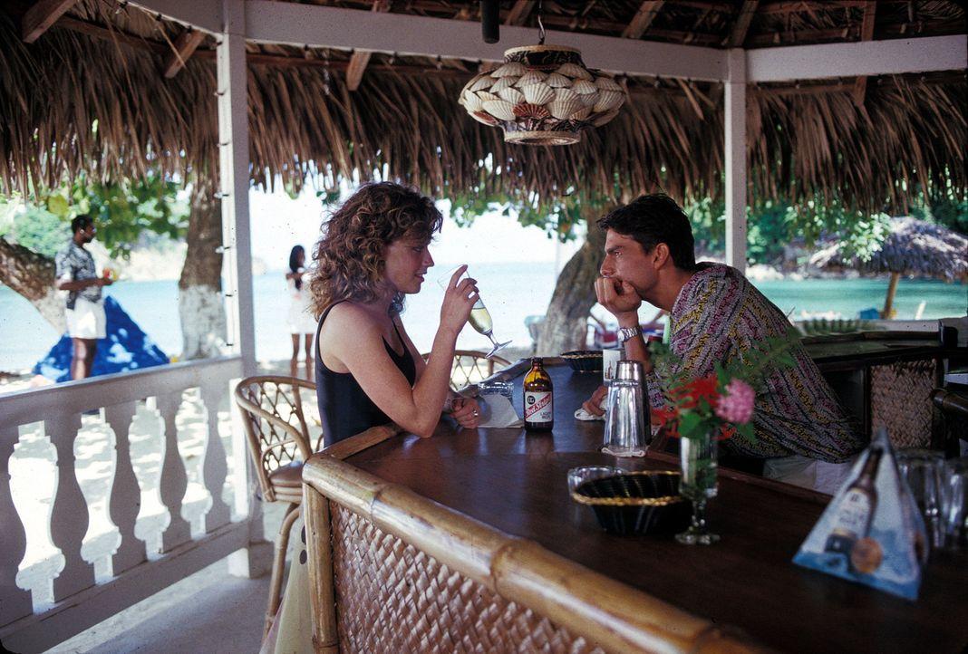 Weil Brian (Tom Cruise) vom schnellen Geld träumt, eröffnet er eine Strandbar auf Jamaica und zieht Nacht für Nacht hinter dem Tresen eine heiße Sho... - Bildquelle: Touchstone Pictures