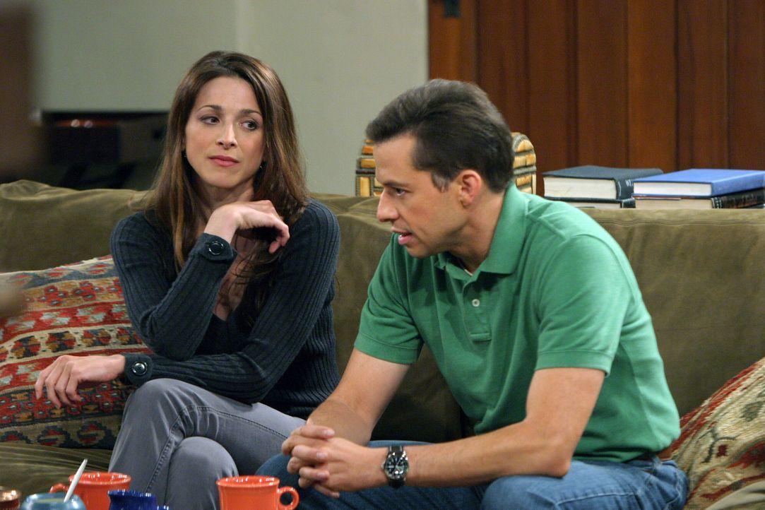 Nachdem sich Judith (Marin Hinkle, l.) von ihrem Freund getrennt hat, hofft Alan (Jon Cryer, r.) auf eine neue Chance ... - Bildquelle: Warner Bros. Television