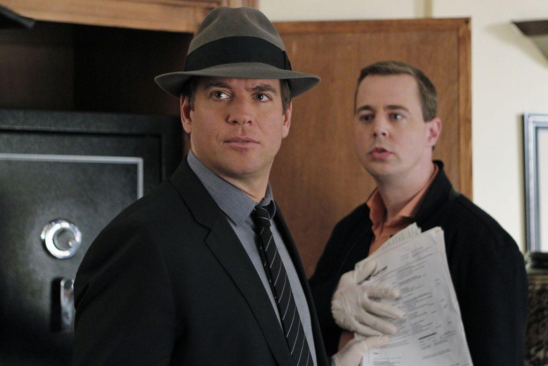 Wer ist der unbekannte Tote in der Marineuniform? Tony (Michael Weatherly, l.) und McGee (Sean Murray, r.) recherchieren ... - Bildquelle: CBS Television