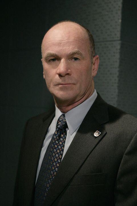 Ein neuer Fall bereitet John (John Finn) Kopfzerbrechen ... - Bildquelle: Warner Bros. Television